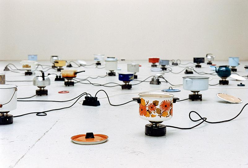 Правдолюб Иванов. Трансформацията винаги отнема време и енергия, 1998, инсталация, вариращи размери,Lothringerstrasse, Мюнхен, Германия; колекция Контакт, Ерсте Банк Груп