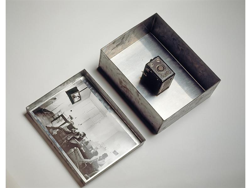 Joseph Beuys. Enterprise, 1973, Auflage 12/24, Zinc box, photograph and camera with felt  40 x 30 x 16 © VG Bild-Kunst, Bonn