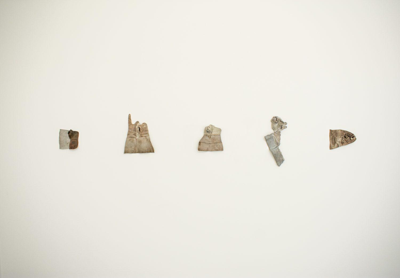 """Луиза Марган. Под кожата, 2013-2021, кожа, обекти, събрани в корабостроителницата """"3 май"""" в Риека, Хърватия, вариращи размери"""