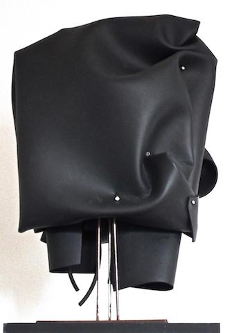 Matière noire BA003, 2014, неопренова гума, пирони, 65х40х27см